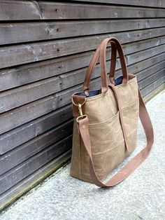 Waxed canvas carry all/messenger bag with waxed leather handles and leather shoulderstrap COLLECTION UNISEX