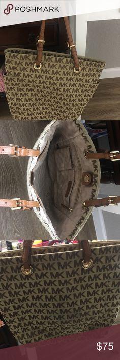 c89dc33f08e0 Michael Korse Purse Good Conditions No stains Michael Kors Bags Shoulder  Bags