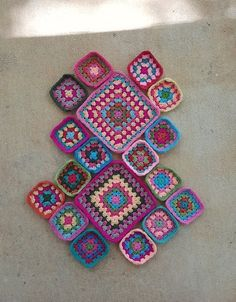 crochet granny squares in a pallet inspired by flamingos Granny Square Projects, Granny Square Bag, Granny Squares, Crochet Tote, Crochet Purses, Free Crochet, Crochet Blankets, Crochet Squares, Crochet Granny
