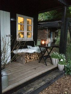 modern rustic outdoor living deck/verandah/log store - Home Decor Cottage, Cottage Garden, Front Porch Decorating, Rustic Farmhouse, Rustic Outdoor, Farmhouse Patio Doors, Farmhouse Patio, Modern Garden, Outdoor Living Deck