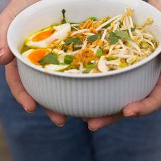 Indonesische kippensoep met veel Healthy Recepies, Quick Healthy Meals, Healthy Soup, Healthy Cooking, Diner Recipes, Asian Recipes, Soup Recipes, Cooking Recipes, Indonesian Recipes