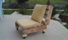 How much you like this customized pallet wood low couch? I know the design of…