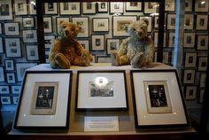 'partners the teddy bear project' by ydessa hendeles at gwangju art biennale 2010 Project S, Gwangju, Exhibitions, Art Sketches, Presentation, Childhood, Teddy Bear, Symbols, Reading