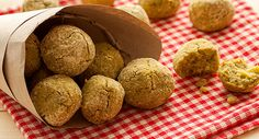 Falafel di ceci, cannellini e quina Veggie Recipes, Vegetarian Recipes, Veggie Food, Falafel Burgers, Party Finger Foods, Antipasto, Going Vegan, Food And Drink, Cooking