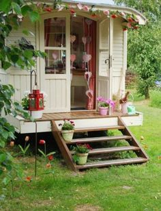 A pretty shed - I like the steps and the high foundation, though we'd have to add skirting...