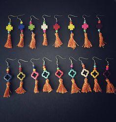 Boho earrings. Colorful! Orecchini Boho leggeri con turchese colorato e nappine in seta