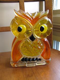Vintage 1969 New Designs Lucite Acrylic Owl Napkin Letter Holder Orange Yellow