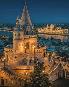 Thinking about vacation in Budapest? Explore the Little Paris of Middle East with these charming must visit places in Budapest -the capital city of Hungary. Wonderful Places, Beautiful Places, Places To Travel, Places To Visit, Travel Destinations, Budapest Travel, Budapest City, Hungary Travel, Voyage Europe
