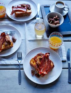 Banana and pecan French toast with bacon and vanilla syrup - the ultimate weekend breakfast! Breakfast Nachos, Breakfast Recipes, Breakfast Ideas, Gourmet Dog Treats, Healthy Dog Treats, Healthy Chicken Casserole, Vanilla Syrup, Best Homemade Dog Food, Easy Dinner Recipes
