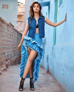 Alia Bhatt photoshoot for Vogue Magazine February Alia is looking ravishing in her hot poses. Checkout Alia Bhatt images from Vogue Magazine Bollywood Girls, Bollywood Actress Hot, Beautiful Bollywood Actress, Indian Bollywood, Beautiful Indian Actress, Bollywood Fashion, Bollywood Images, Bollywood Saree, Indian Celebrities