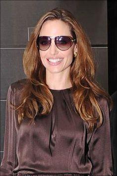 Een grote zonnebril is perfect voor vrouwen met een vierkante gezichtsvorm zoals Angelina Jolie