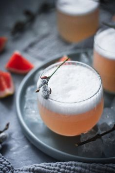 Pink Grapefruit Gin and Tonic - Use Your Noodles Turn a classic gin and tonic into a delicious gin cocktail by adding pink grapefruit and aquafaba for a fabulous delicate foam. Grapefruit Gin And Tonic, Grapefruit Cocktail, Snacks Für Party, Party Drinks, Gin Und Tonic, Spicy Candy, Yummy Drinks, Clean Eating Snacks, Cocktail Recipes
