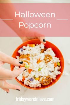 Halloween Popcorn: An easy Halloween popcorn mix that's sweet and salty and everyone loves! #fridaywereinlove Halloween Popcorn, Fun Halloween Treats, Easy Halloween, Chocolate Melting Wafers, Melting White Chocolate, Popcorn Recipes, Snack Recipes, Easy Homemade Snacks, Popcorn Mix