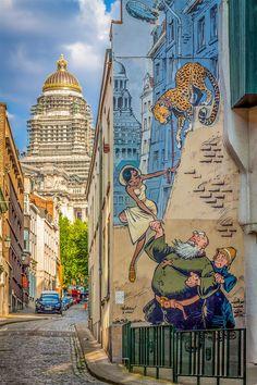 """Odilon Verjus"" - One of the Brussels' Comic Book Route Mural in Belgium 3d Street Art, Street Art Graffiti, Banksy, Pavement Art, Street Installation, World Street, Renaissance Architecture, Building Art, Holland"