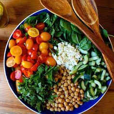 Spinach Salad with Quinoa, Chickpeas, and Paprika Dressing - The Beachbody Blog