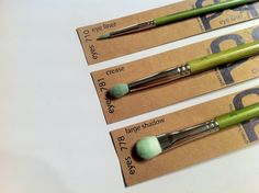 Pixi3 reviews the Green Bambu eye brushes