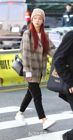 Check out Blackpink @ Iomoio Blackpink Outfits, Korean Outfits, Casual Outfits, Fashion Outfits, Work Outfits, Blackpink Jisoo, Incheon, Korean Street Fashion, Blackpink Fashion