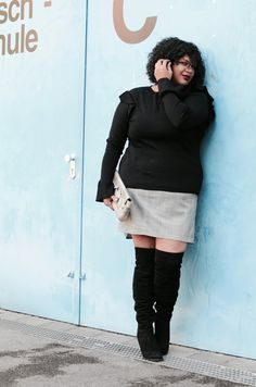 Outfit; German Curves Materialmix   Chlencherei Plus Size Kleidung, Mode Inspiration, Plus Size Outfits, Knee Boots, Leather Skirt, Curves, Challenges, Skirts, Sweaters