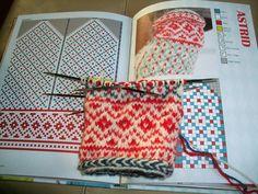 Arm Knitting Yarn, Fair Isle Knitting, Knitting Charts, Knitting Stitches, Knitting Designs, Knitting Patterns, Crochet Patterns, Mittens Pattern, Knit Mittens