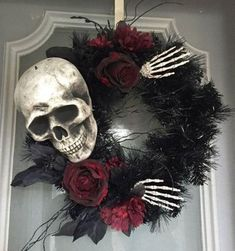 Halloween decor does not need to be scarily pricey. Now all Halloween decors must be scary. You can acquire the Halloween decor you would like for less. This Halloween decor is ideal for those who … Table Halloween, Soirée Halloween, Halloween Door Decorations, Holidays Halloween, Halloween Treats, Halloween Costumes, Diy Halloween Wreaths, Holoween Decorations, Skeleton Decorations