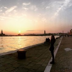 The Grand Canal in Venice, Italy. One of the most beautiful and magical sunsets of my life. Us Travel, Travel Tips, Questions To Ask, This Or That Questions, Travel Around The World, Around The Worlds, Grand Canal, Travel Couple, Venice Italy