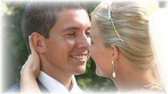 De huwelijksdag van Dennis en Mariska begon met een fotoshoot rondom Weesp met fotograaf Ludo ( Sanders en Rozemeijer) De impressie van de fotoshoot werd 's avonds op het feest weer op een groot scherm vertoond voor alle gasten. Dit was al het vierde huwelijk van de familie Groenendaal dat door ons werd vast gelegd (www.videograaf.nl}, dus voldoende fans in de zaal.