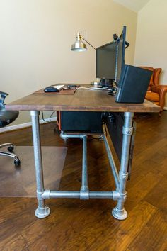 DIY Computer Desk Ideas To Suit Your Style, Awesome and Beatiful and Wood Paneled Industrial Pipe Desk [Desk Week] Industrial Pipe Desk, Modern Industrial Decor, Industrial Design Furniture, Pipe Furniture, Industrial Interiors, Furniture Design, Industrial Decorating, Urban Industrial, Furniture Ideas