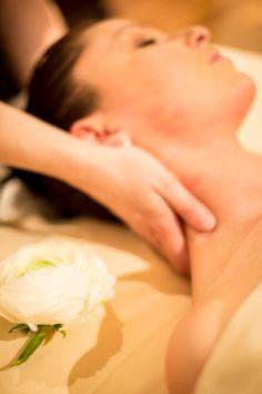 Pourquoi pas une séance de JUST RELAX au Spa by RoyAlp pour se détendre: 60 min. CHF 170.- 90 min. CHF 220.- Massage relaxant aux huiles essentielles de lavande et petit grain procurant une profonde décontraction. Réservation/Bookings : spa@royalp.ch ; 024 495 90 07 Massage Relaxant, Coconut Flakes, Spa, Lavender