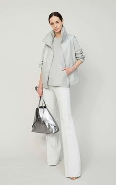 Burberry Shirt Women, Capsule Outfits, Runway Fashion, Fashion Trends, Work Attire, Classy Outfits, Minimalist Fashion, Daily Fashion, Casual Chic
