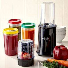 This travel smoothie maker looks awesome //