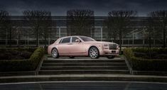 Sunrise Phantom – The Special Edition Coming From Rolls Royce We all love the special editions coming from famous brands. Every respectable car manufacturer must have its customization department that would release special versions of the brand's models. Rolls Royce is no exception and it decided to surprise the world with a special edition of their iconic...