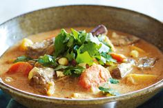 Slow-cooker massaman beef curry - Take your tastebuds on an exotic trip with this authentic Thai curry dish. Slow Cooker Massaman Beef, Beef Massaman Curry, Slow Cooker Curry, Best Slow Cooker, Slow Cooker Recipes, Beef Recipes, Cooking Recipes, Slower Cooker, Crockpot Ideas