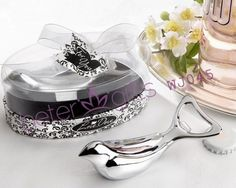 o amor pomba abridor de garrafa de cromo em vitrine elegante oval giftbox wj045 decoração do casamento        http://pt.aliexpress.com/store/product/60pcs-Black-Damask-Flourish-Turquoise-Tapestry-Favor-Boxes-BETER-TH013-http-shop72795737-taobao-com/926099_1226860165.html   #presentesdecasamento#festa #presentesdopartido #amor #caixadedoces     #noiva #damasdehonra #presentenupcial #Casamento