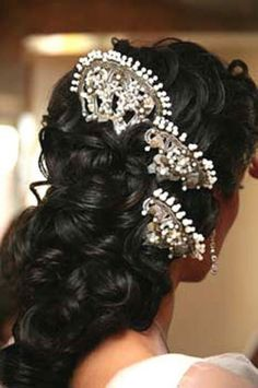 Peinetas for the bride. Spanish Style Weddings, Spanish Wedding, Wedding Hair And Makeup, Hair Makeup, Flamenco Wedding, Spanish Hairstyles, Flamenco Dancers, Spanish Fashion, Hair Ornaments