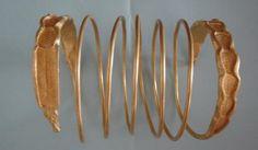 Inca o bratara dacica din aur descoperita in Romania Arm Bracelets, Antique Bracelets, Types Of Ceramics, Ancient Jewelry, Bucharest, Ancient Artifacts, History Museum, Handicraft, Mythology