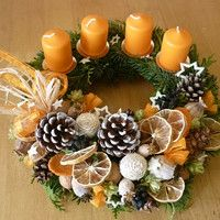 Simple and Popular Christmas Candles Decorations; Christmas Decor DIY crafts how to make Simple and Popular Christmas Candles Decorations Christmas Advent Wreath, Christmas Candle Decorations, Xmas Wreaths, Christmas Candles, Rustic Christmas, Christmas Time, Christmas Crafts, Table Decorations, Theme Noel