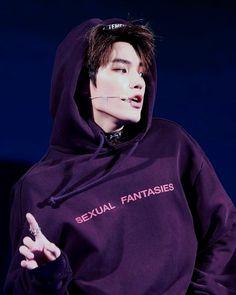 Oh my God, Taeyong's sweater. #LeeTaeyong #Taeyonglove