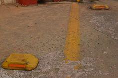 Objeto primário maior que o do fundo, cortado por uma linha. Objetos poluintes não podiam ser cortados da foto.