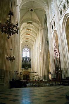 cathédrale de Nantes, Pays de la Loire, I've been here! Beautiful Architecture, Beautiful Buildings, Art And Architecture, Wonderful Places, Beautiful Places, Region Bretagne, Belle France, Monuments, Cathedral Church
