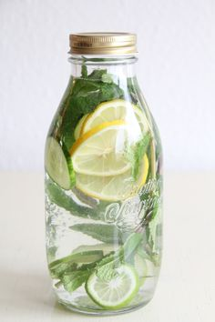 Pfefferminz-Zitronen Detox-Limonade                                                                                                                                                      Mehr
