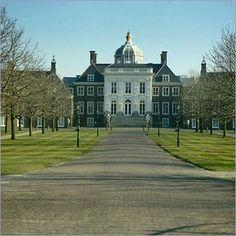 Paleis Huis ten Bosch, voormalig woonpaleis van prinses Beatrix; na renovatie de woning voor Willem Alexander en Màxima en kinderen