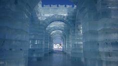 Baustoffe aus der Region: Auch das Eis dieses Kunstwerks entstammt dem nahegelegenen Songhua-Fluss, aus dem die vielen Künstler riesige Eisblöcke heraussägen