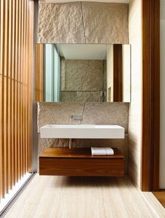 Piedra en la pared del baño