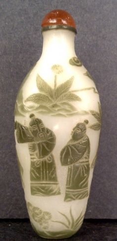 PEKING GLASS CARVED SNUFF BOTTLE SAGE ON WHITE GROUND