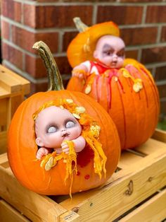 The perfect unique and easy idea for pumpkin carvin. - Real Time - Diet, Exercise, Fitness, Finance You for Healthy articles ideas Scary Pumpkin Carving, Halloween Pumpkin Carving Stencils, Halloween Pumpkin Designs, Scary Halloween Pumpkins, Creepy Pumpkin, Fete Halloween, Diy Halloween Decorations, Halloween Crafts, Halloween Season