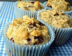 comida de quinta: muffins de parmesão, azeitonas e tomilho