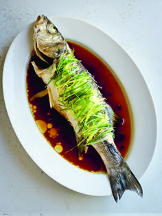 Chinese New Year Recipe: Steamed Sea Bass with Ginger and Spring Onion Fish Dishes, Seafood Dishes, Fish And Seafood, Chinese New Year Dishes, Chinese Food, Chinese Desserts, Shellfish Recipes, Seafood Recipes, Whole Sea Bass Recipes