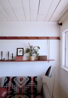 Make a DIY Peg rail create a killer small space seating area Make a DIY Peg rail create a killer small space seating area Nguyen Tuan MarsulamY Oliahome I&;m sharing a […] guest room small spaces Modern Southwest Decor, Toddler Table And Chairs, Most Comfortable Office Chair, Leather Dining Room Chairs, Dining Chairs, Used Chairs, Dining Nook, Diy Interior, Diy Door