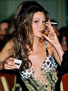 Carla Bruni Smoking Hot