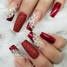 Sparkle and Shine Into 2019 With These 48 Gorgeous Nail Ideas 48 Gorgeous Nail Choices For Whether you enjoy a natural manicure, gel nails, or acrylic nails, or even just painting your own nails, these nail designs would be a perfect fit for anyone. Christmas Nail Designs, Christmas Nails, Holiday Nails, Green Christmas, Christmas Design, Acrylic Nail Designs, Nail Art Designs, Acrylic Nails, Coffin Nails